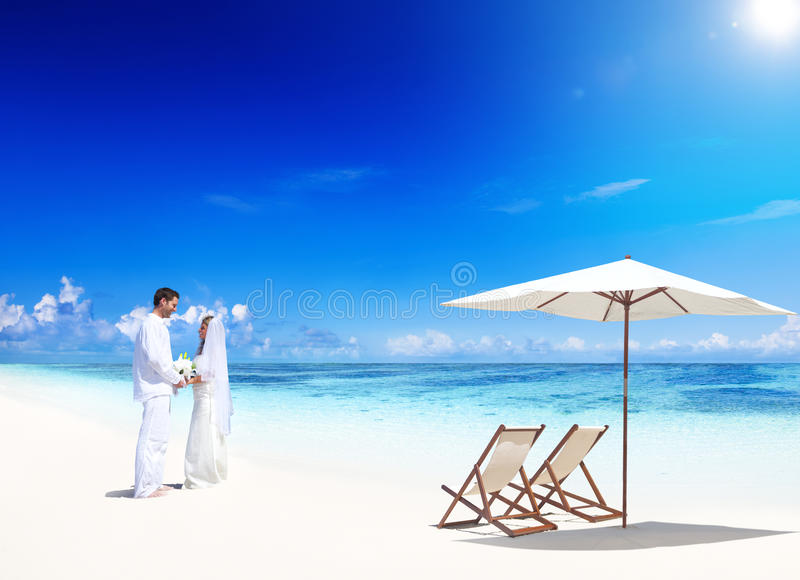 Para ślub na plaży zdjęcie royalty free