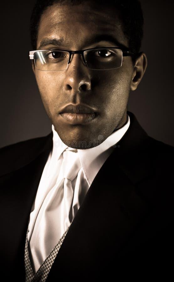 Para arriba vestido retrato masculino fotografía de archivo libre de regalías