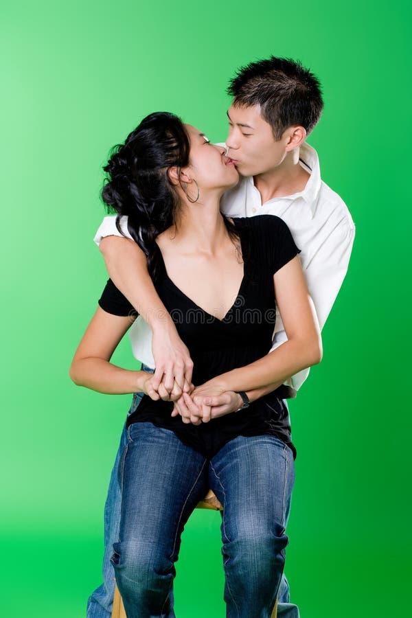 para azjatykcia każdego całowanie innych kocha young obraz stock