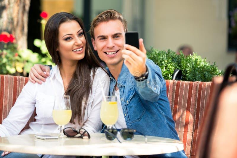 Para bierze selfie zdjęcie royalty free