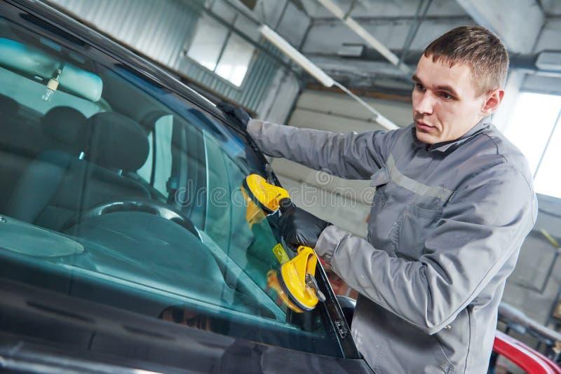 Para-brisa do automóvel ou substituição do pára-brisas imagem de stock