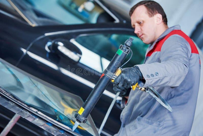 Para-brisa do carro ou substituição do pára-brisas imagens de stock