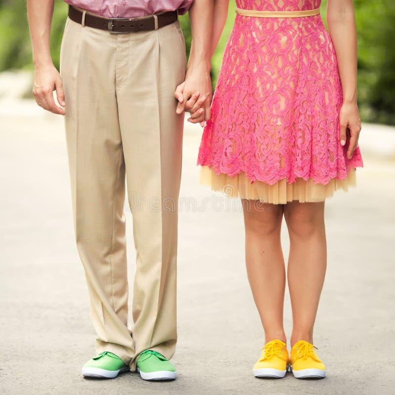 Download Para Cieki Z Kolorów Sneakers Zdjęcie Stock - Obraz złożonej z suknia, data: 65225790