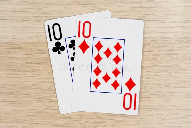 Para dziesięć 10 - kasynowe bawić się grzebak karty obrazy stock