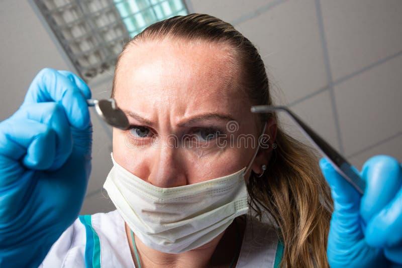 Para estar receoso de um dentista imagem de stock royalty free