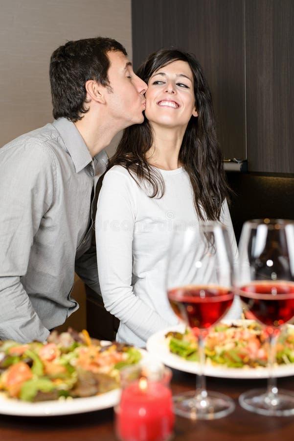 Para gość restauracji z miłością zdjęcia stock
