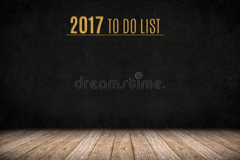 2017 para hacer el texto del oro de la lista en la pared de la pizarra en el piso de madera del tablón imagen de archivo libre de regalías