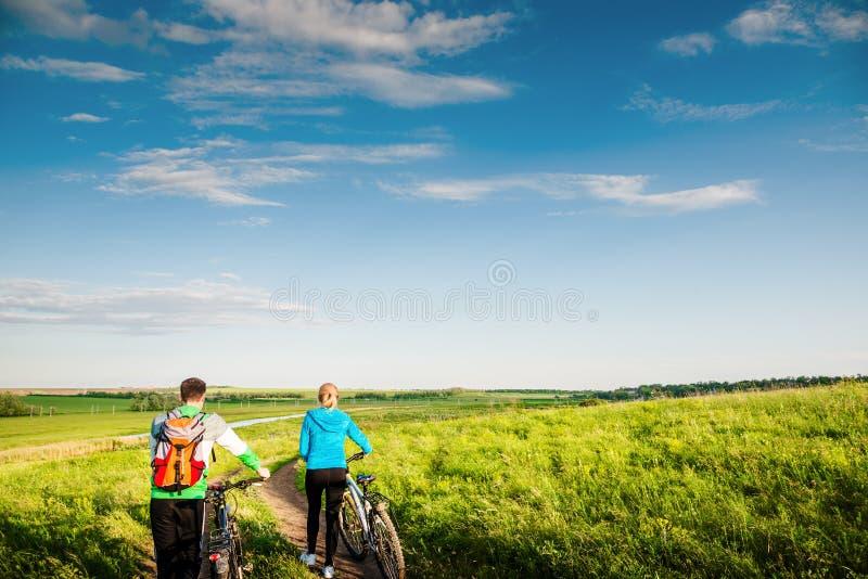 Para jeździć na rowerze outdoors obrazy stock