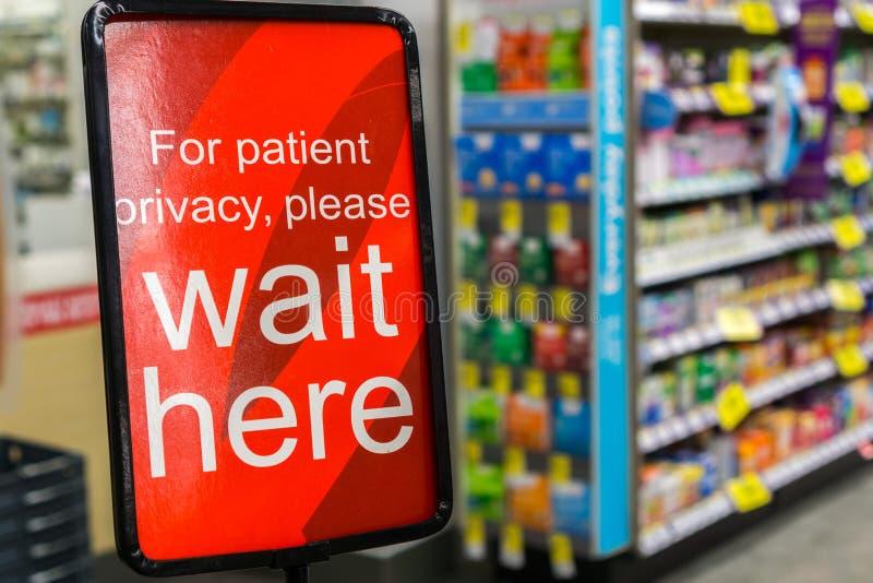 Para la intimidad del paciente espere por favor aquí fotografía de archivo libre de regalías