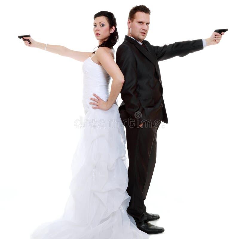 Para małżeńska problemowy niesnaski, panna młoda fornal z pistoletem obrazy stock