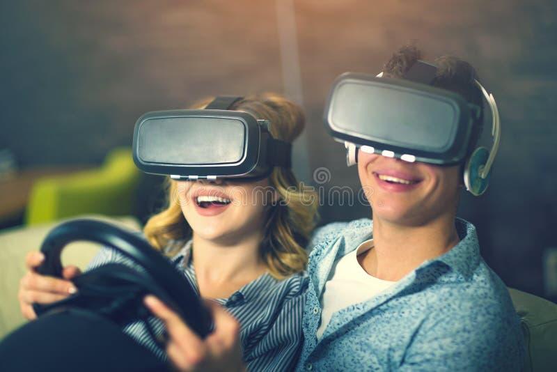 Para ma zabawę cieszy się VR szkła obrazy royalty free