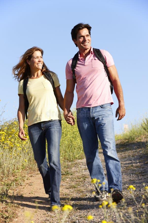 Para na kraju spacerze zdjęcia royalty free