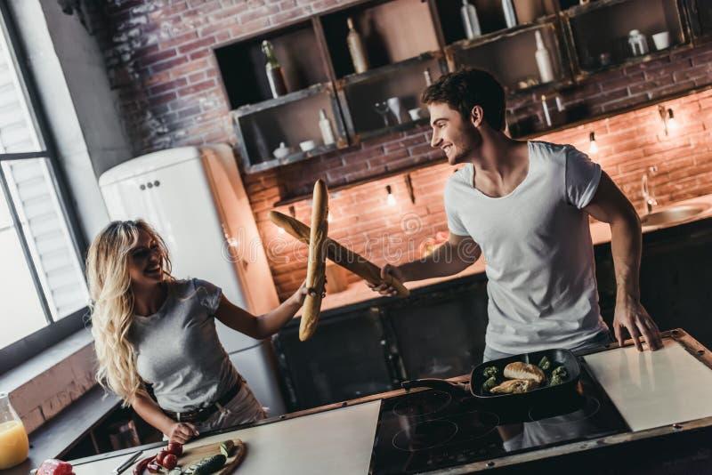 Para na kuchni zdjęcie stock