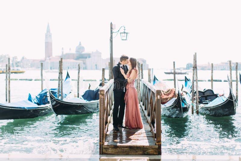 Para na miesiącu miodowym w Wenecja zdjęcie stock