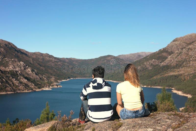 Para na wakacjach w górach fotografia royalty free