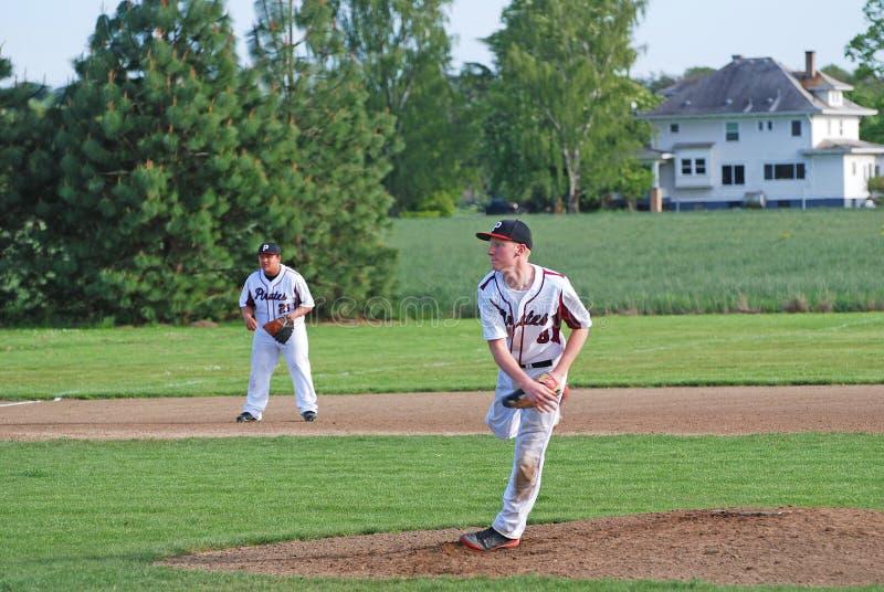 Para no una jarra del béisbol de la High School secundaria que lanza la bola foto de archivo