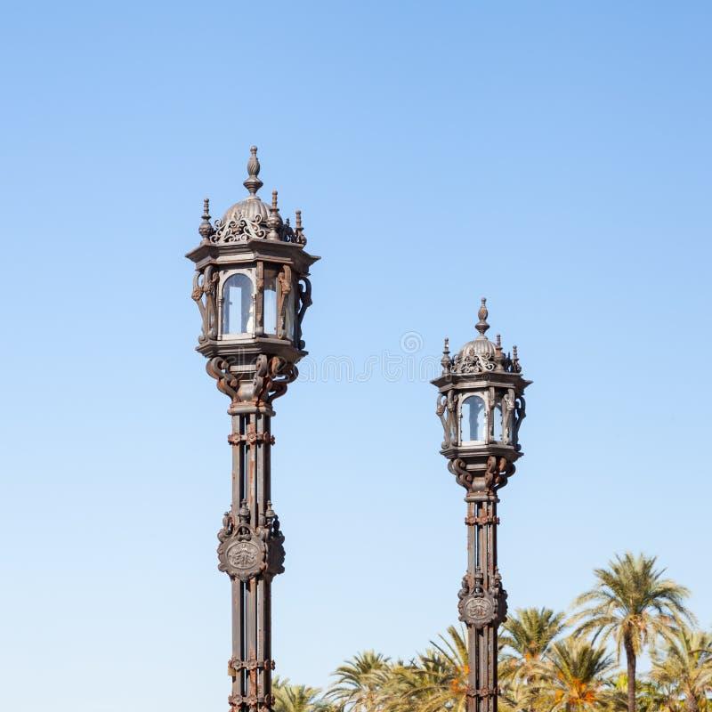Para Ornamentacyjni Streetlights w Cadiz, Hiszpania zdjęcia stock