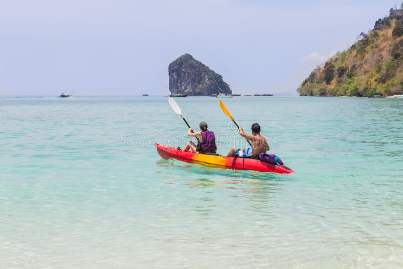 Para paddling kajaka w andaman morzu zdjęcie stock