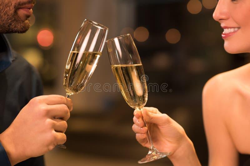 Para pije szampan zdjęcie stock