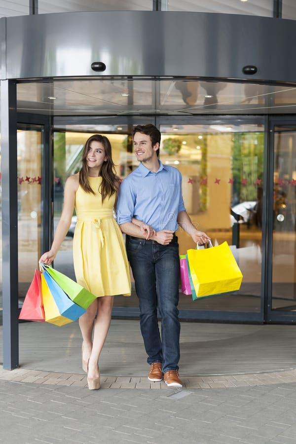 Para podczas zakupy obrazy royalty free