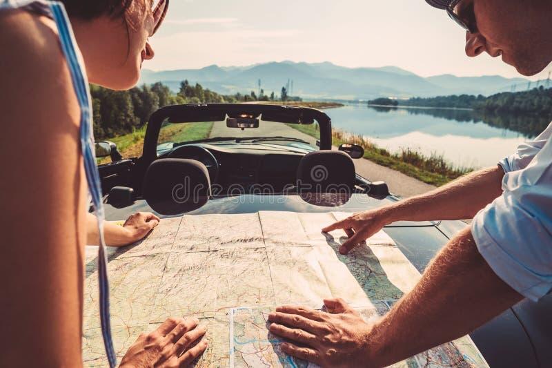 Para podróżników planów auto marszruta zdjęcie royalty free