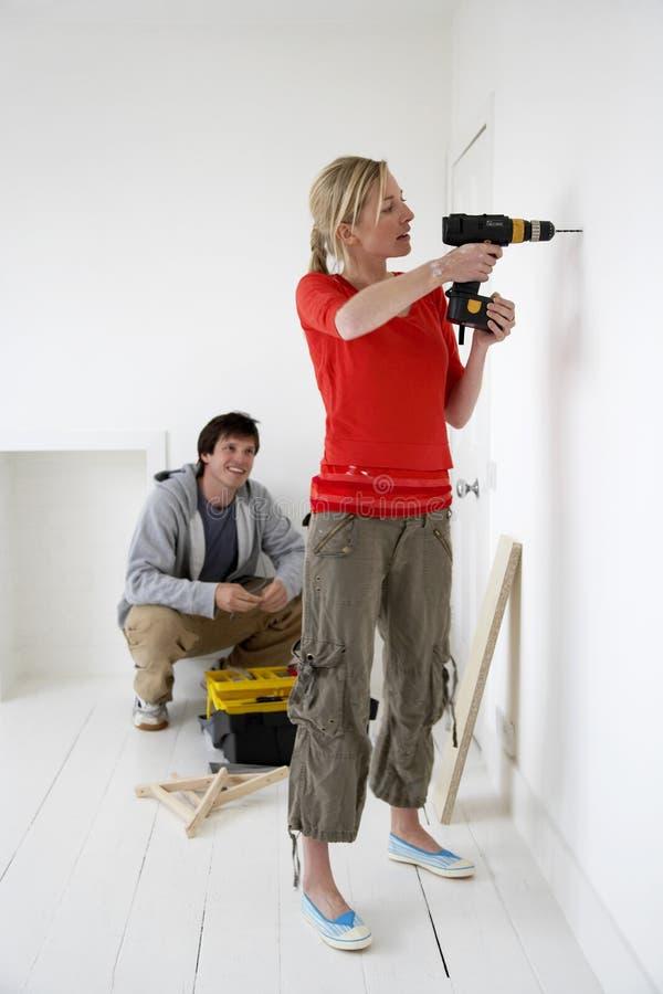 Para Pracuje Na Ich Nowym domu obrazy stock