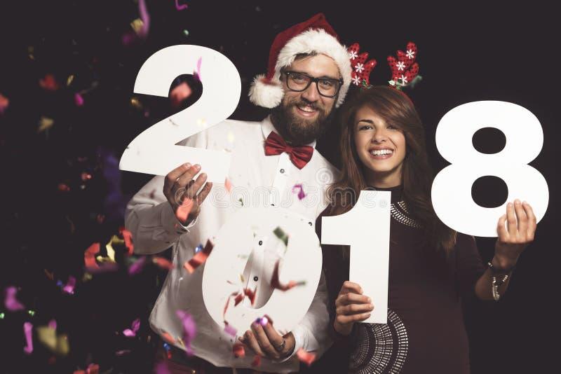 Para przy nowego roku ` s wigilii przyjęciem obrazy royalty free