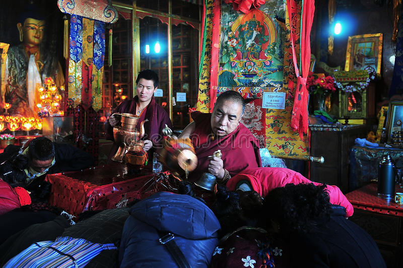 Para recibir bendiciones del thr de thr Buda de vida fotos de archivo