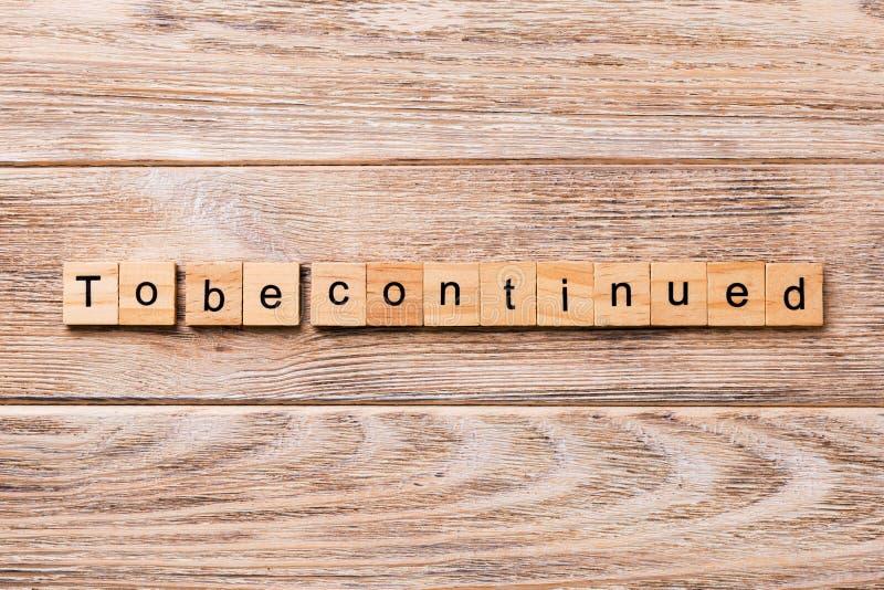 Para ser palavra continuada escrita no bloco de madeira Para ser texto continuado na tabela de madeira para seu desing, conceito fotografia de stock royalty free