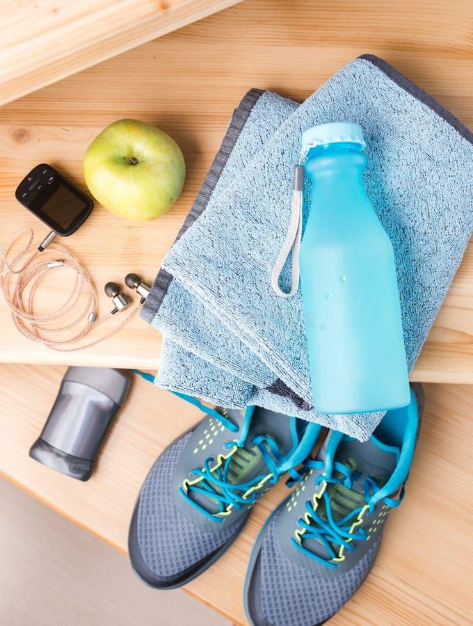 Download Para Sportów Buty I Sprawności Fizycznych Akcesoria Zdjęcie Stock - Obraz złożonej z biegacze, żywienioniowy: 53786524