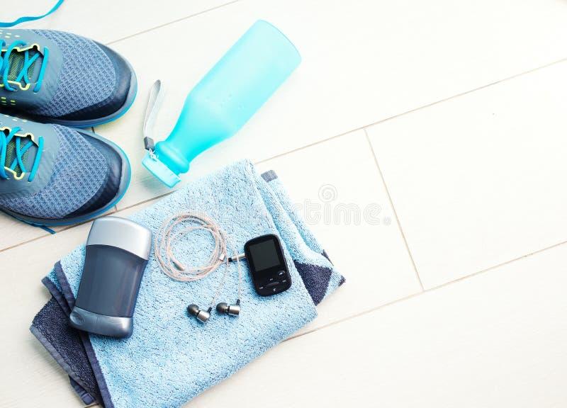 Download Para Sportów Buty I Sprawności Fizycznych Akcesoria Zdjęcie Stock - Obraz złożonej z kopiasty, rywalizacja: 53786562