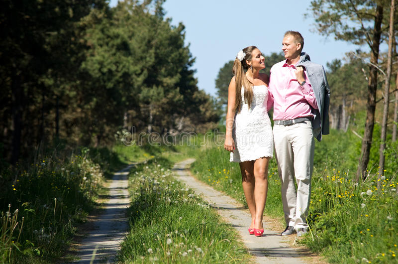Para szczęśliwy spacer obrazy stock