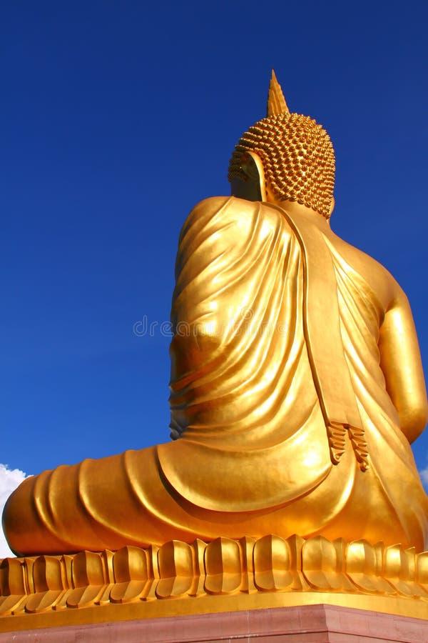 Para trás da estátua de Buddha imagens de stock