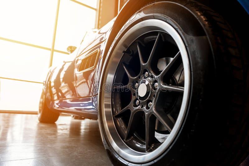 Para trás de um carro desportivo azul genérico fotografia de stock royalty free