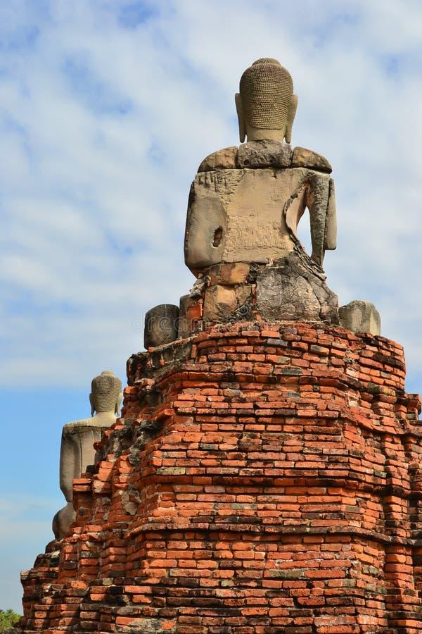 Para trás de uma Buda no céu imagem de stock royalty free