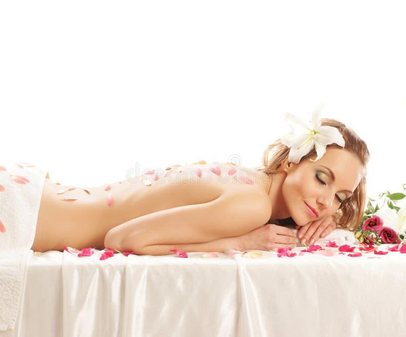 Para trás de uma jovem mulher em um procedimento da massagem fotografia de stock royalty free