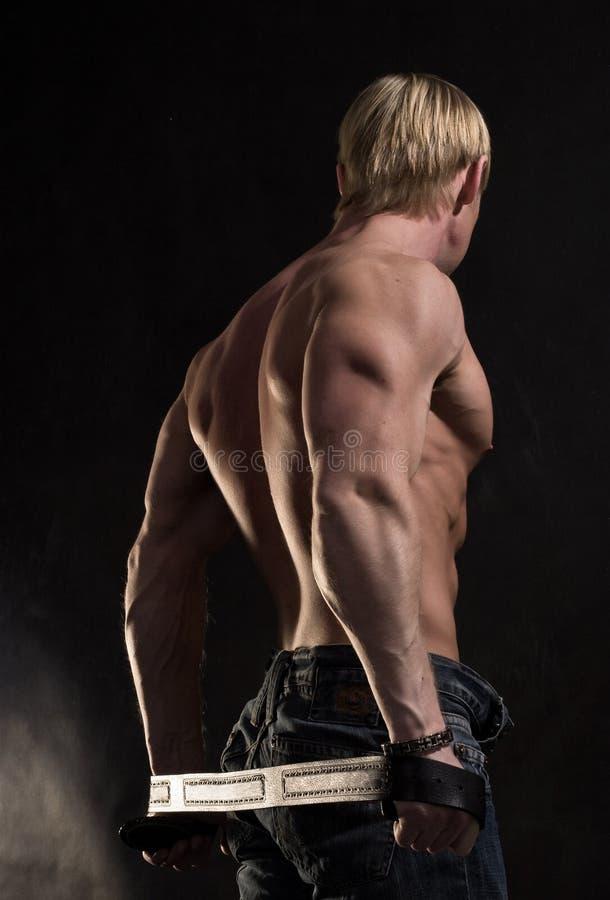 Para trás do bodybuilder muscular fotos de stock