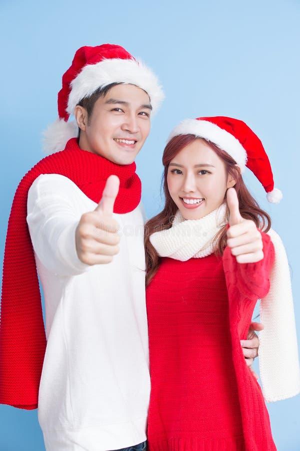Para uśmiech z wesoło bożymi narodzeniami obrazy royalty free