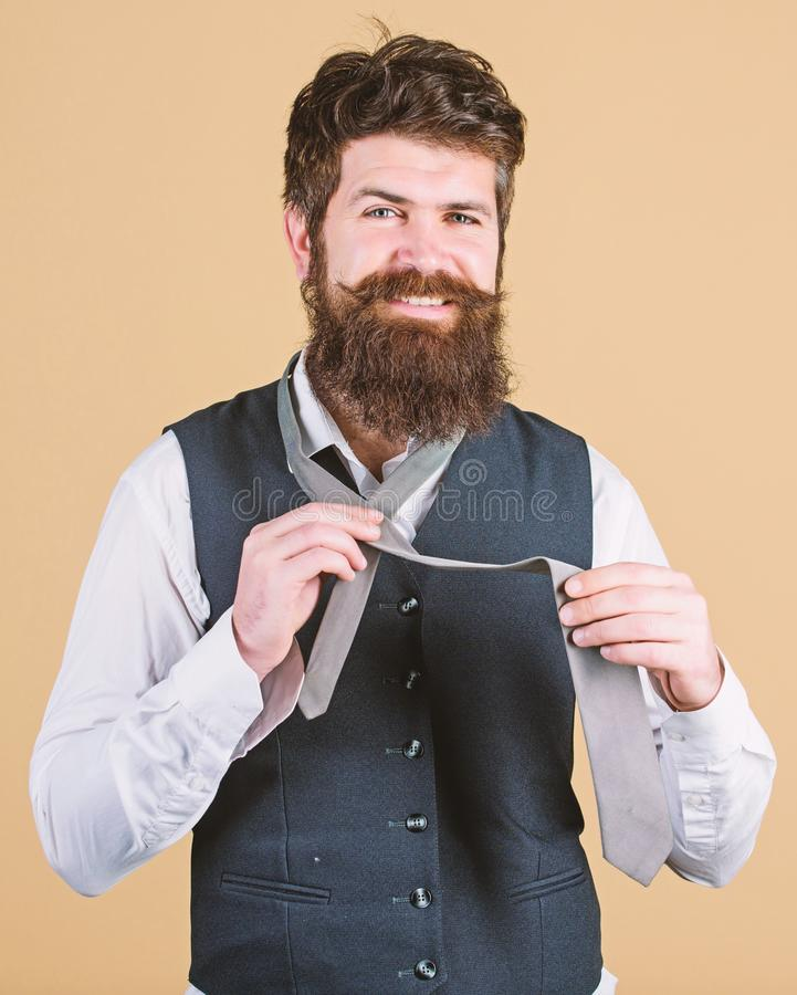 Para una imagen sport de moda Inconformista con la preparaci?n larga de la barba y del bigote en estilo cl?sico Inconformista bar imágenes de archivo libres de regalías