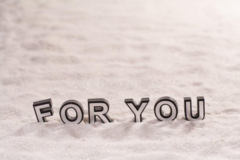 Para usted palabra en la arena blanca fotografía de archivo libre de regalías