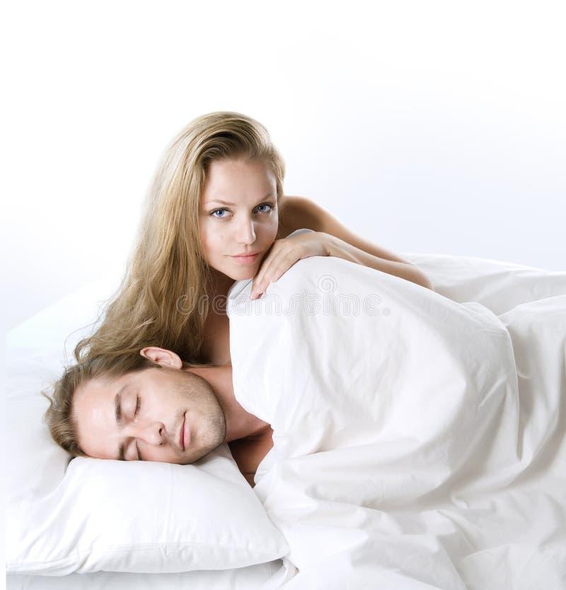 Para w łóżku zdjęcie stock