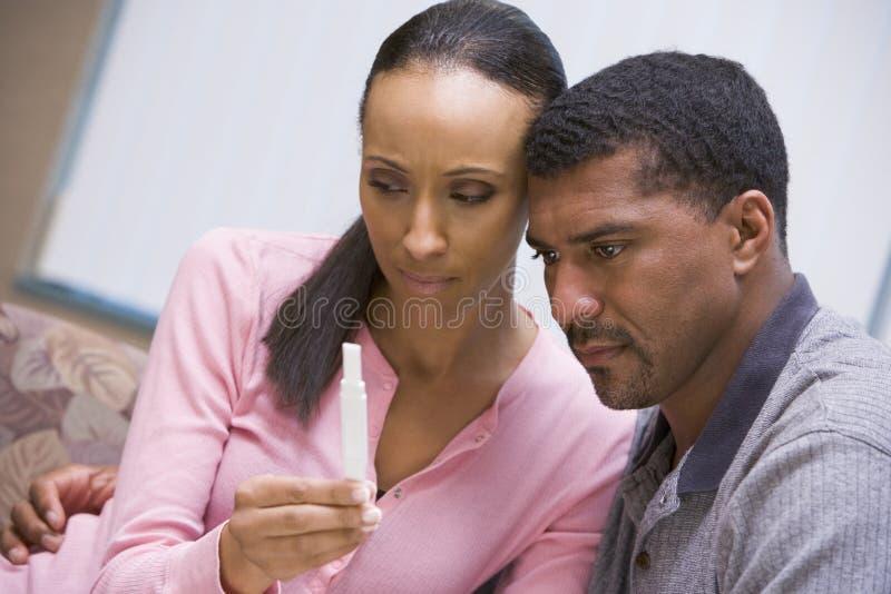 para w domu na test ciążowy zdjęcia royalty free