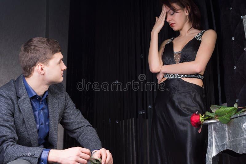 Para w Formalnej odzieży Ma argument obraz royalty free