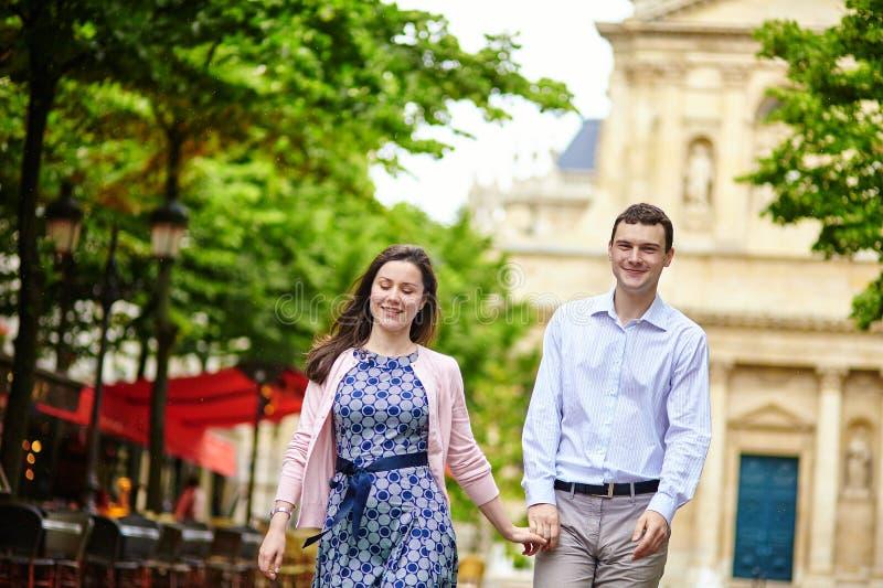 Para w Luksemburg ogródzie Paryż obraz royalty free