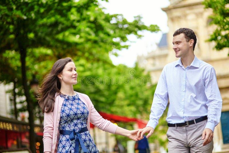 Para w Luksemburg ogródzie Paryż zdjęcia royalty free