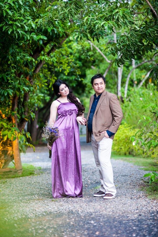 Para w ogródzie zdjęcia royalty free