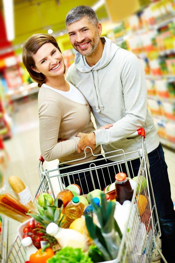 Para w supermarkecie zdjęcia stock