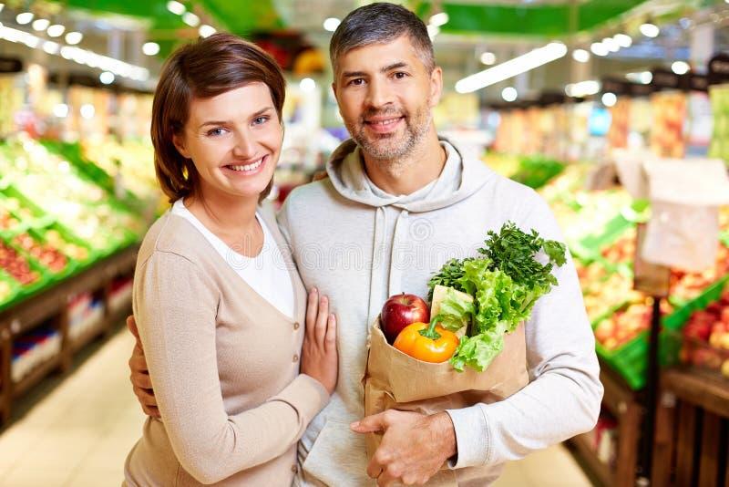 Para w supermarkecie obraz royalty free