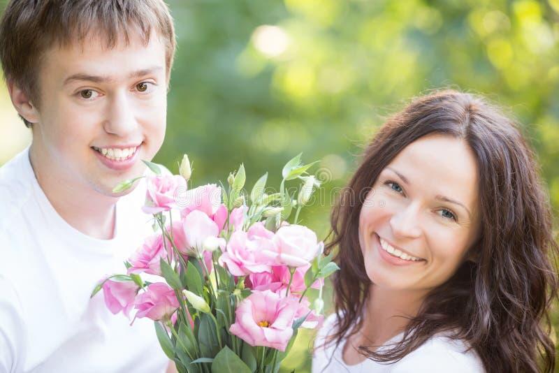 Para z kwiatami obraz stock