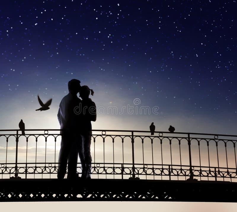 Para zakochanych ma romantyczną randkę zdjęcie stock